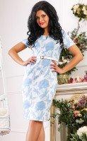 Платье белое с голубым принтом и брошью