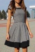 Платье гусиная лапка с расклешенной юбкой