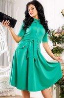 Платье зеленое под пояс с отделкой камнями